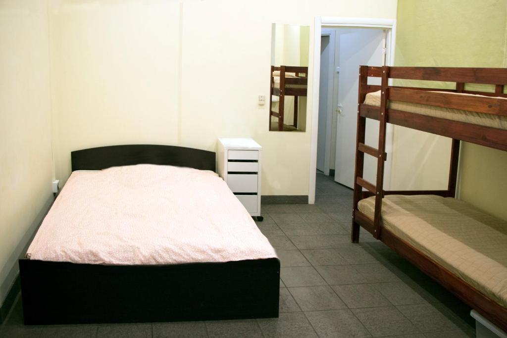 Кровать или кровати в номере Олд Флэт Хостел на Некрасова