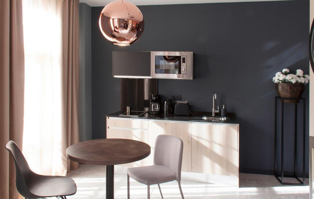 Ett kök eller pentry på Apartamentos NONO by Charming Stay