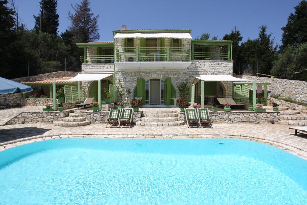 The swimming pool at or near Villa Contessina