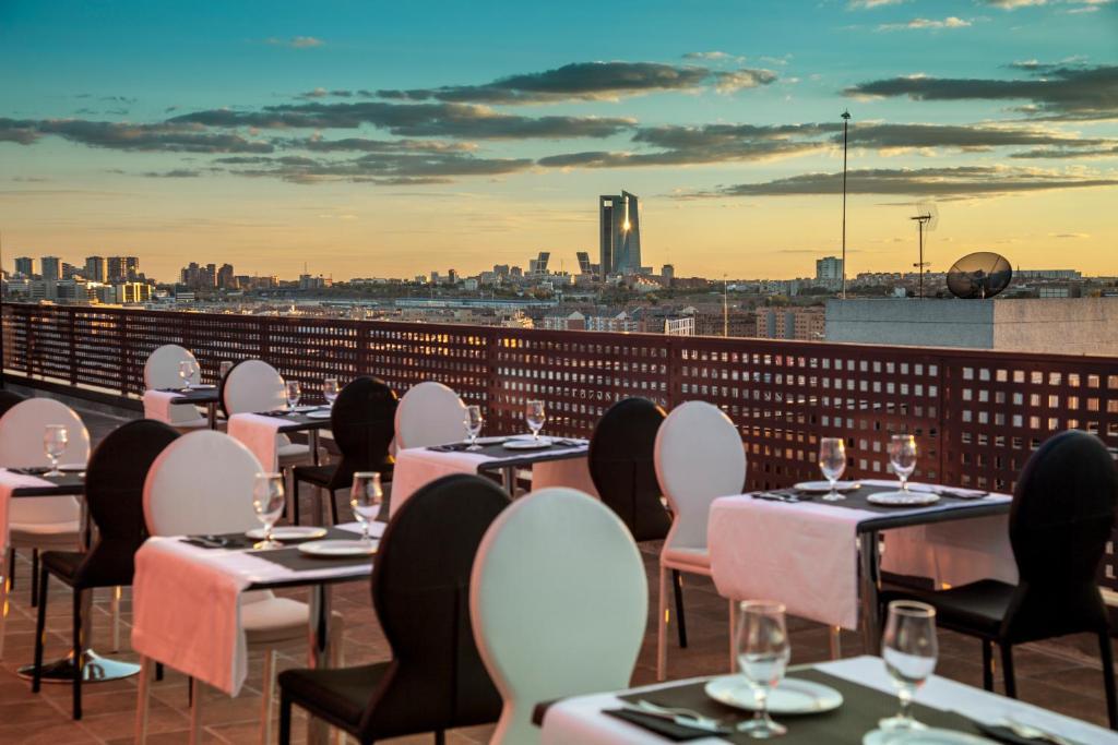 Restaurant ou autre lieu de restauration dans l'établissement Hotel Dome Madrid