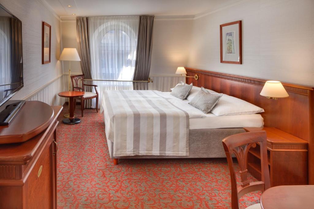 Кровать или кровати в номере Adria Hotel Prague