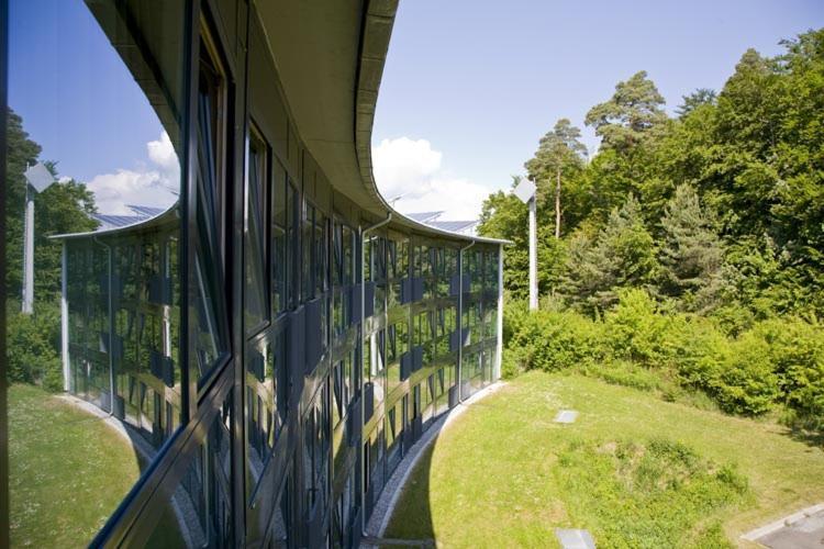 Ein Garten an der Unterkunft Hotel der Rastanlage im Hegau OST
