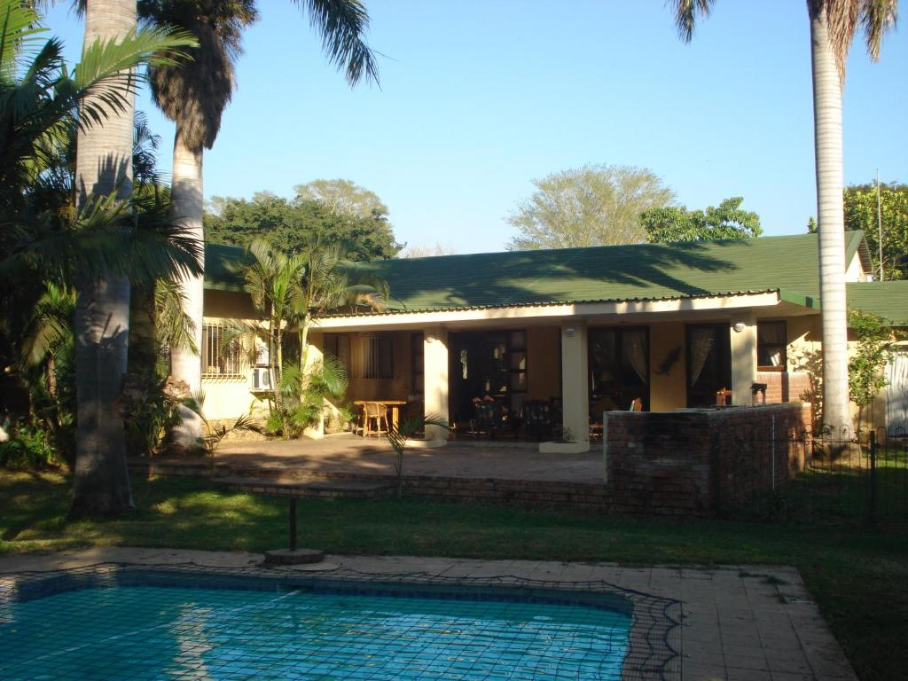 The swimming pool at or close to The Guest House Pongola