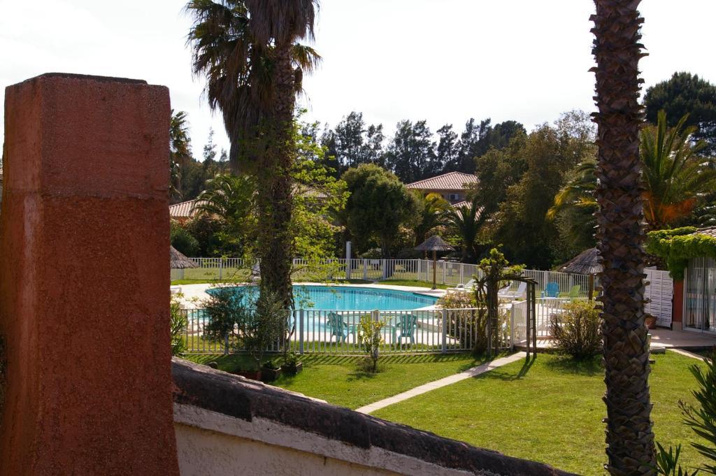 Výhled na bazén z ubytování RESIDENCE U RE D' ALZETTU nebo okolí
