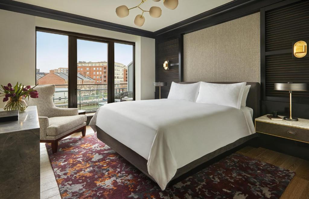 A room at the Sagamore Pendry Baltimore.