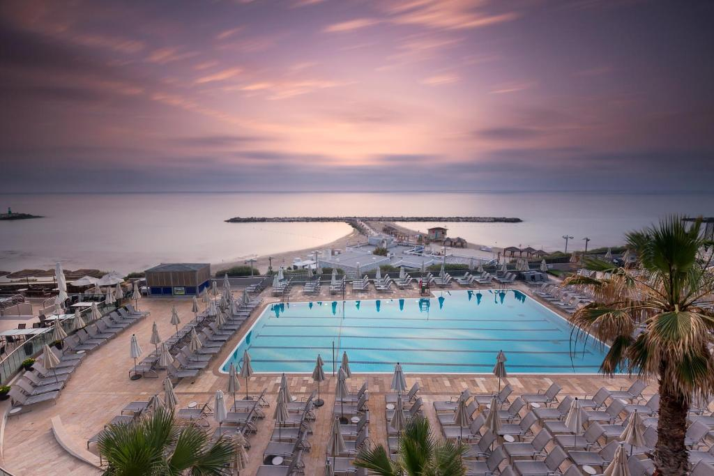 A view of the pool at The Vista At Hilton Tel Aviv or nearby
