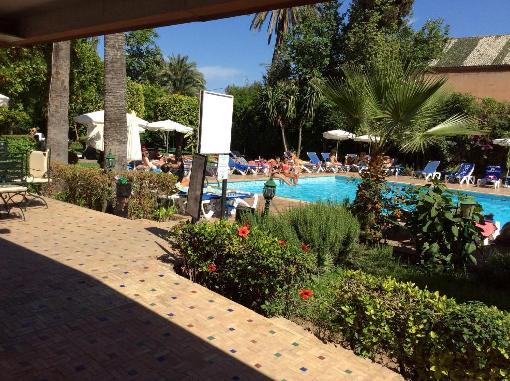 المسبح في  فندق شمس  أو بالجوار