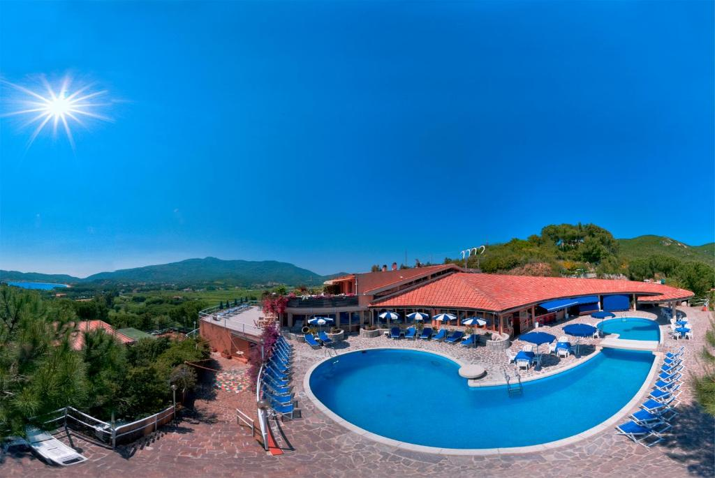 A view of the pool at Hotel Marina 2 or nearby