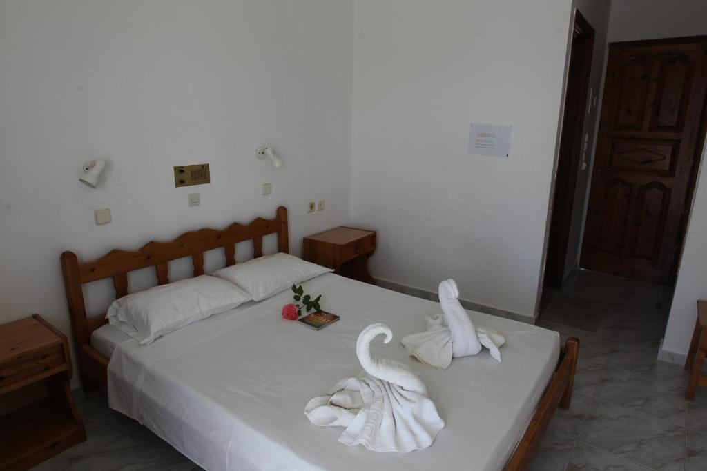 A bed or beds in a room at Antonis Hotel