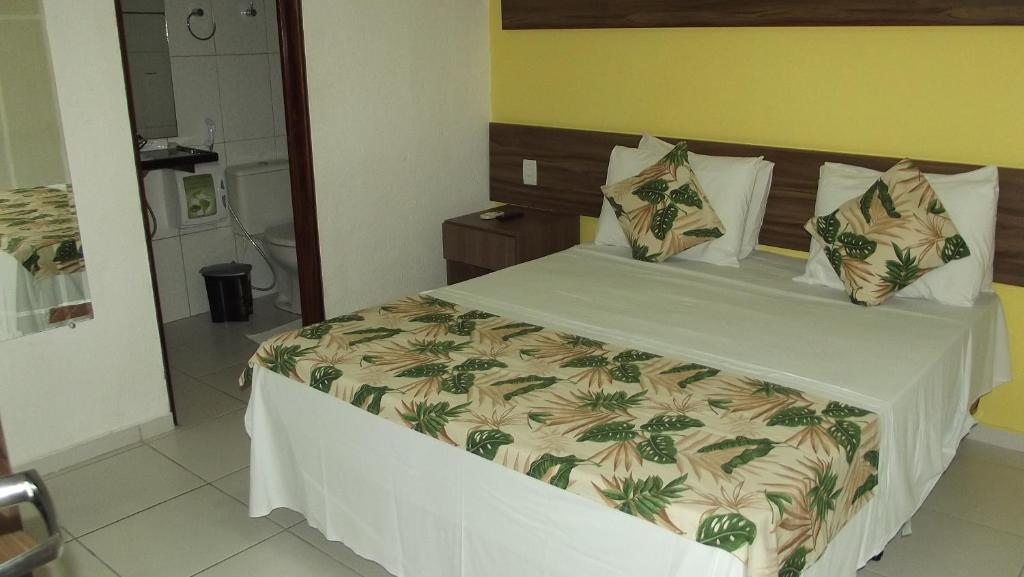 A bed or beds in a room at Pousada Alagoana