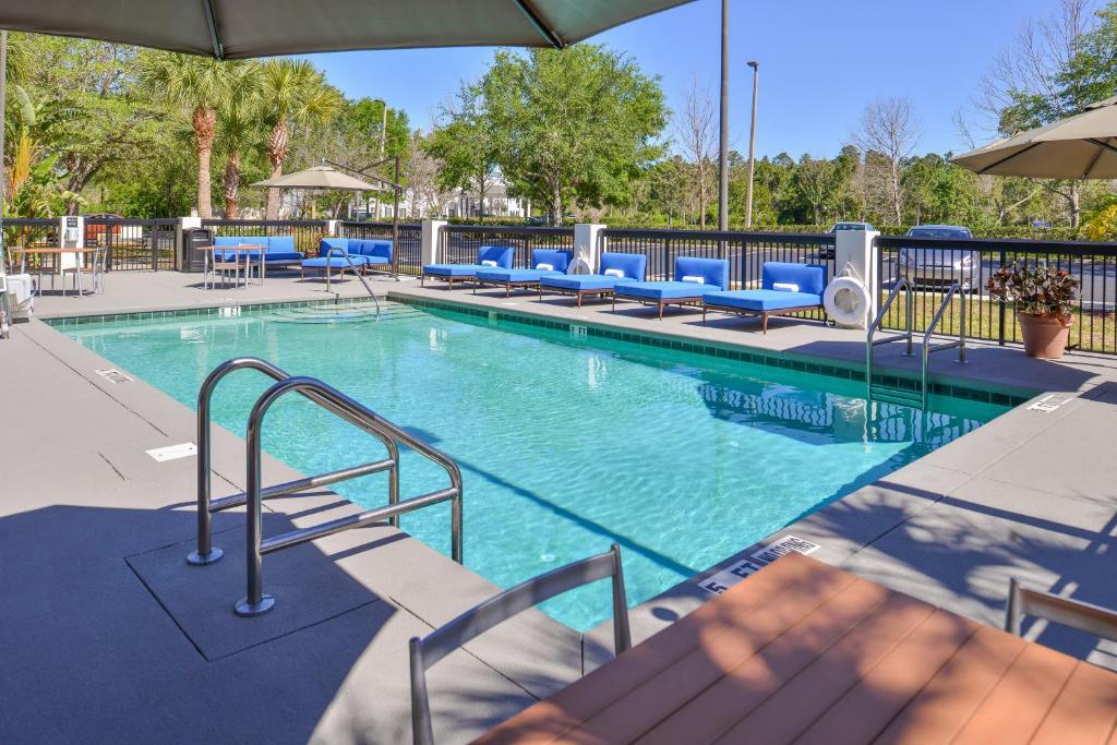 The swimming pool at or near Hampton Inn Daytona/Ormond Beach