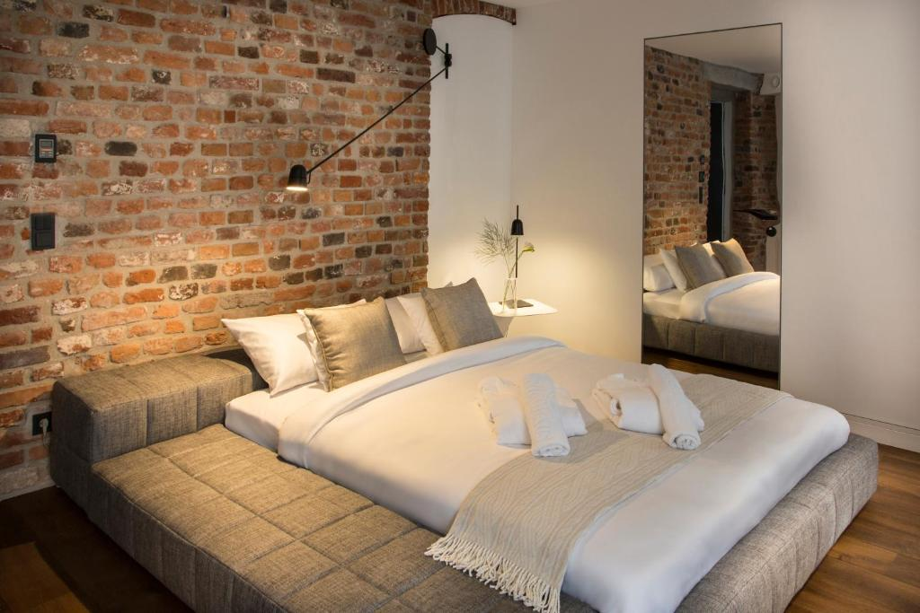 A bed or beds in a room at Hotel Nicolaus