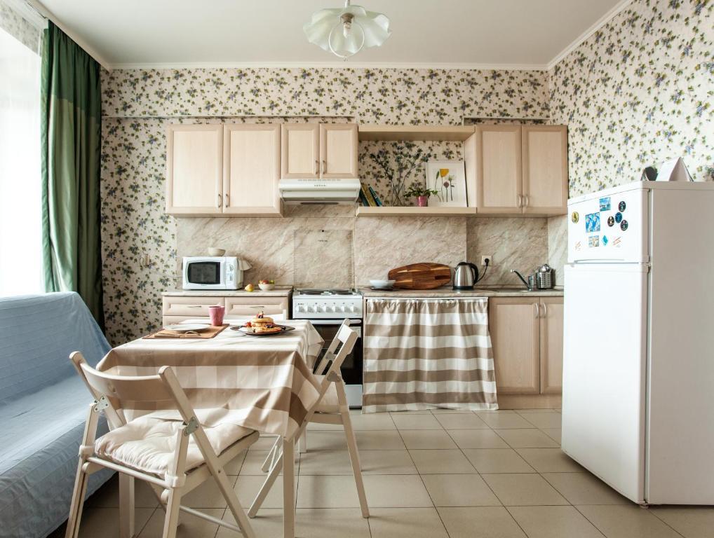 Кухня или мини-кухня в Shaulis Apartment on Rustaveli 60