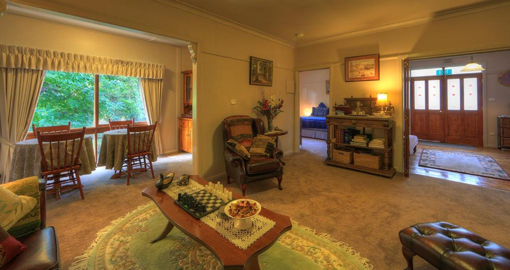 A seating area at Hillview Oak B&B