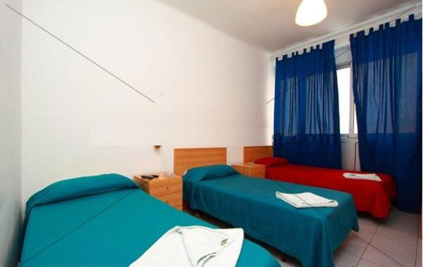 A bed or beds in a room at Hostal Elkano