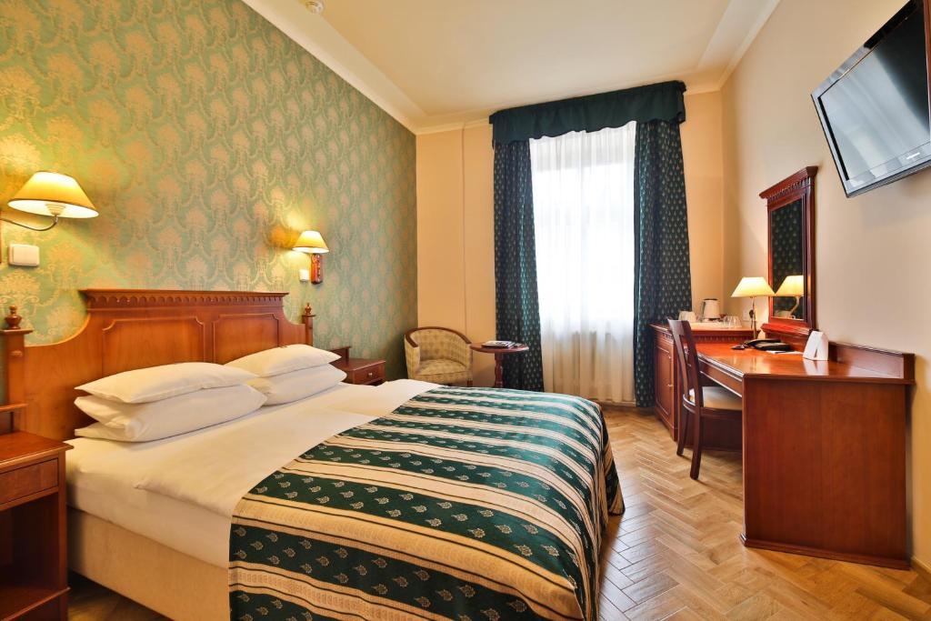 A bed or beds in a room at Hotel Meteor Plaza Prague