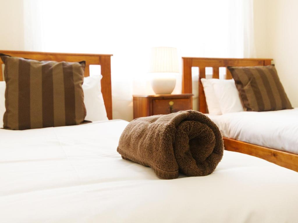 A bed or beds in a room at Catherine Lodge Farm Gate Cottages