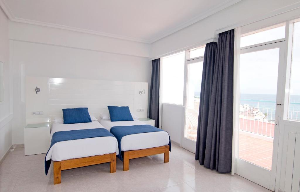 A bed or beds in a room at Hotel Central Playa