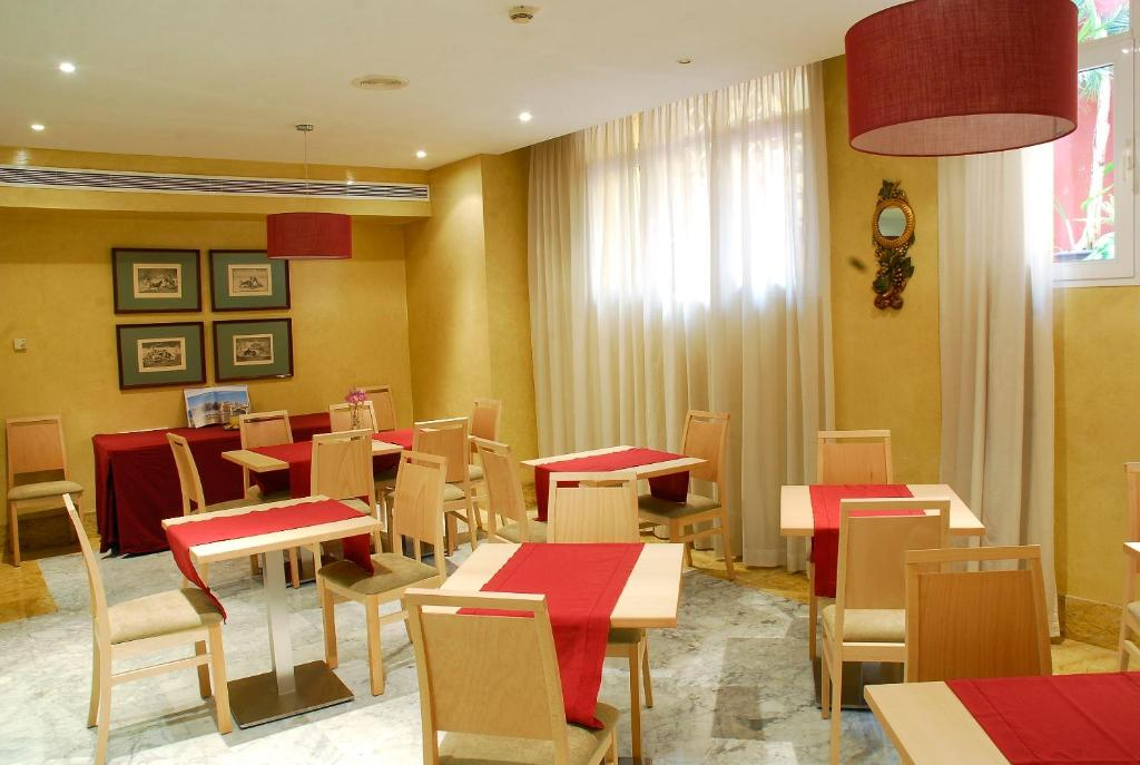 Un restaurante o sitio para comer en Reyes Católicos