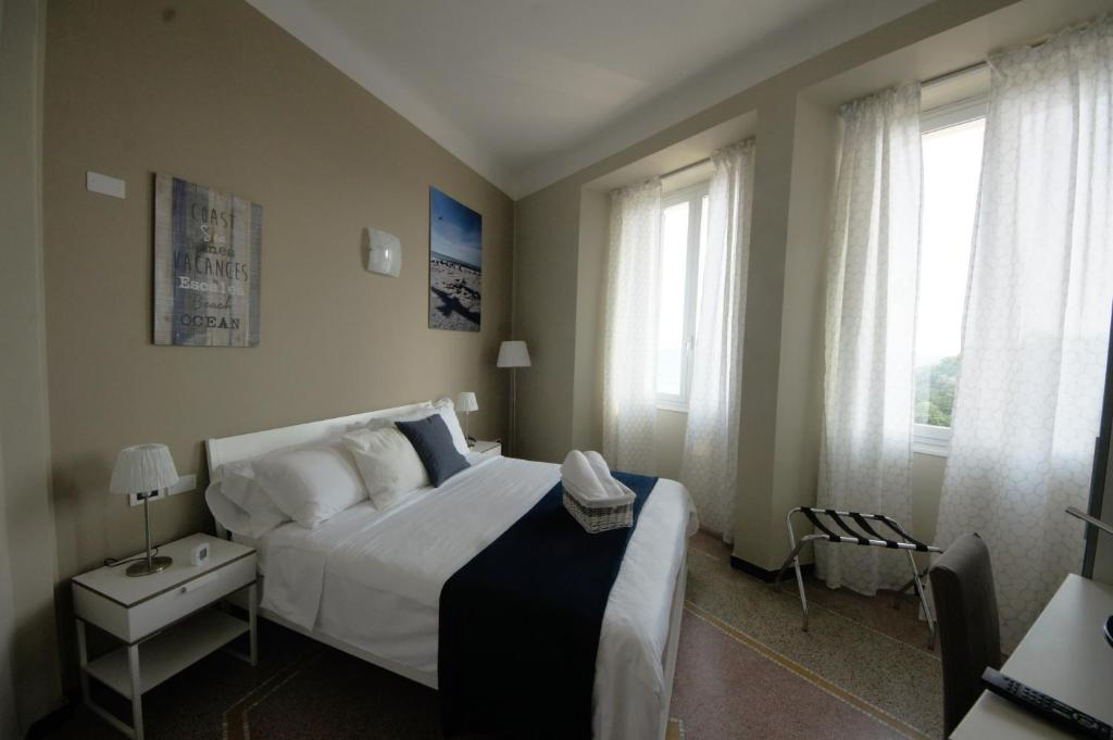 A bed or beds in a room at Luna Rooms