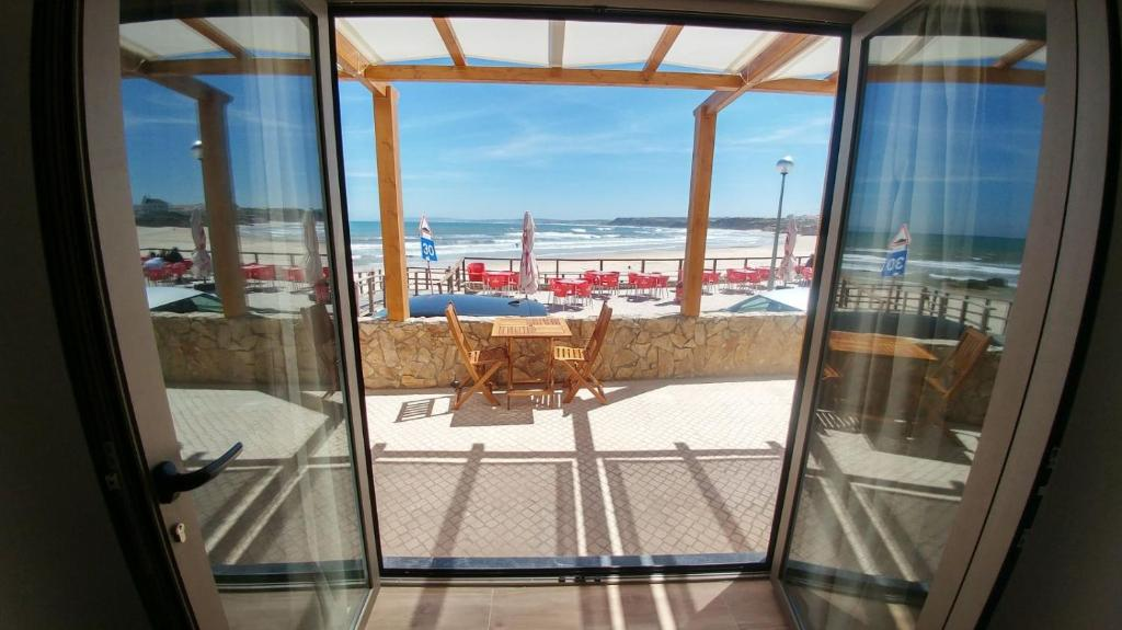 A balcony or terrace at The Wave Baleal