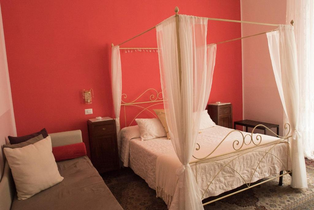 A bed or beds in a room at B&B Domus Garibaldi