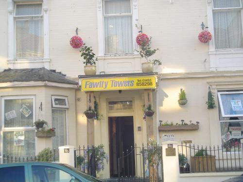 Fawlty Towers - Laterooms