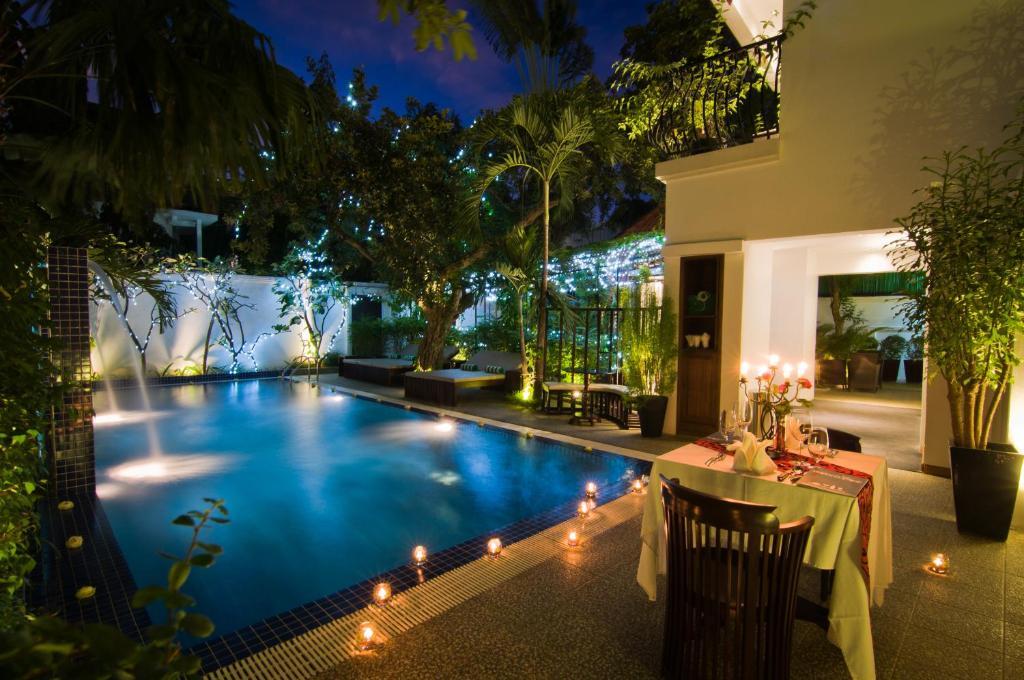 Der Swimmingpool an oder in der Nähe von La Rose Suites