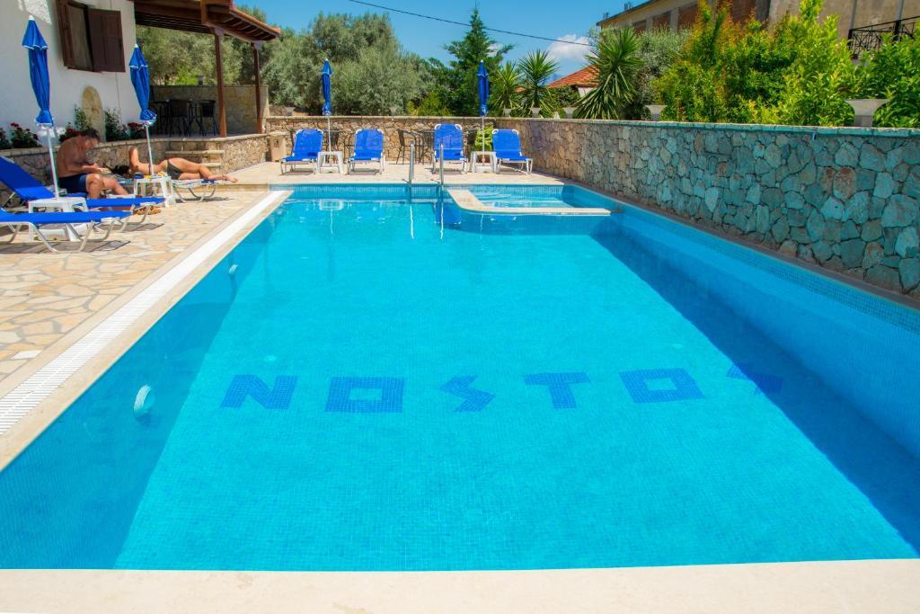 Бассейн в Hotel Nostos или поблизости