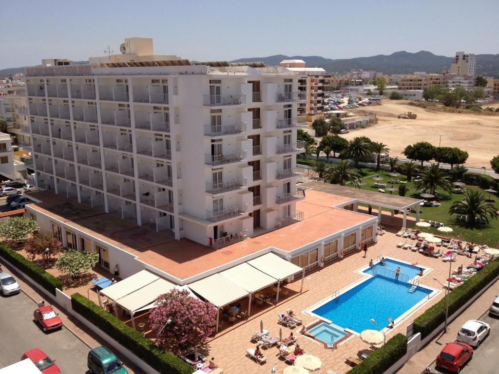 Uitzicht op het zwembad bij Hotel Gran Sol of in de buurt
