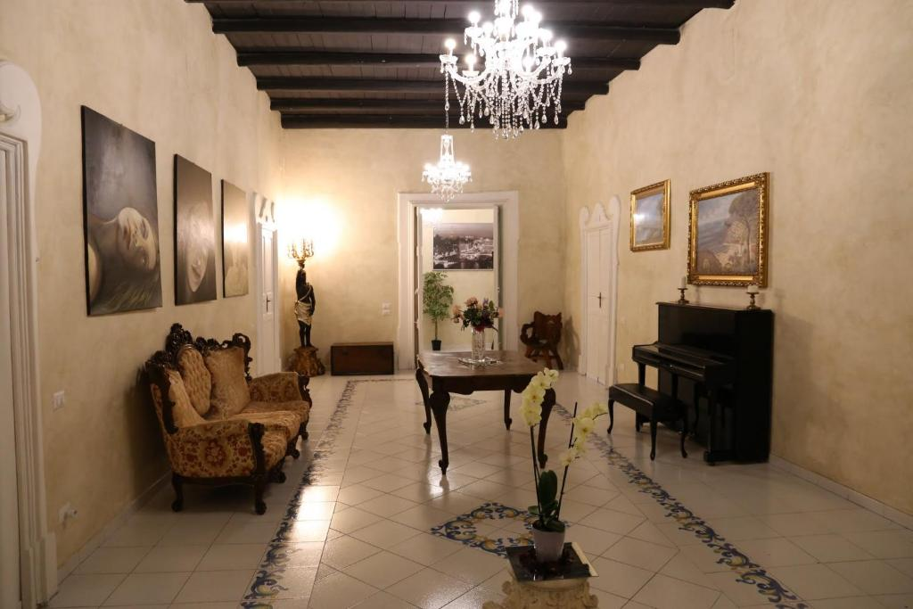 A seating area at Suite Palazzo Luciani