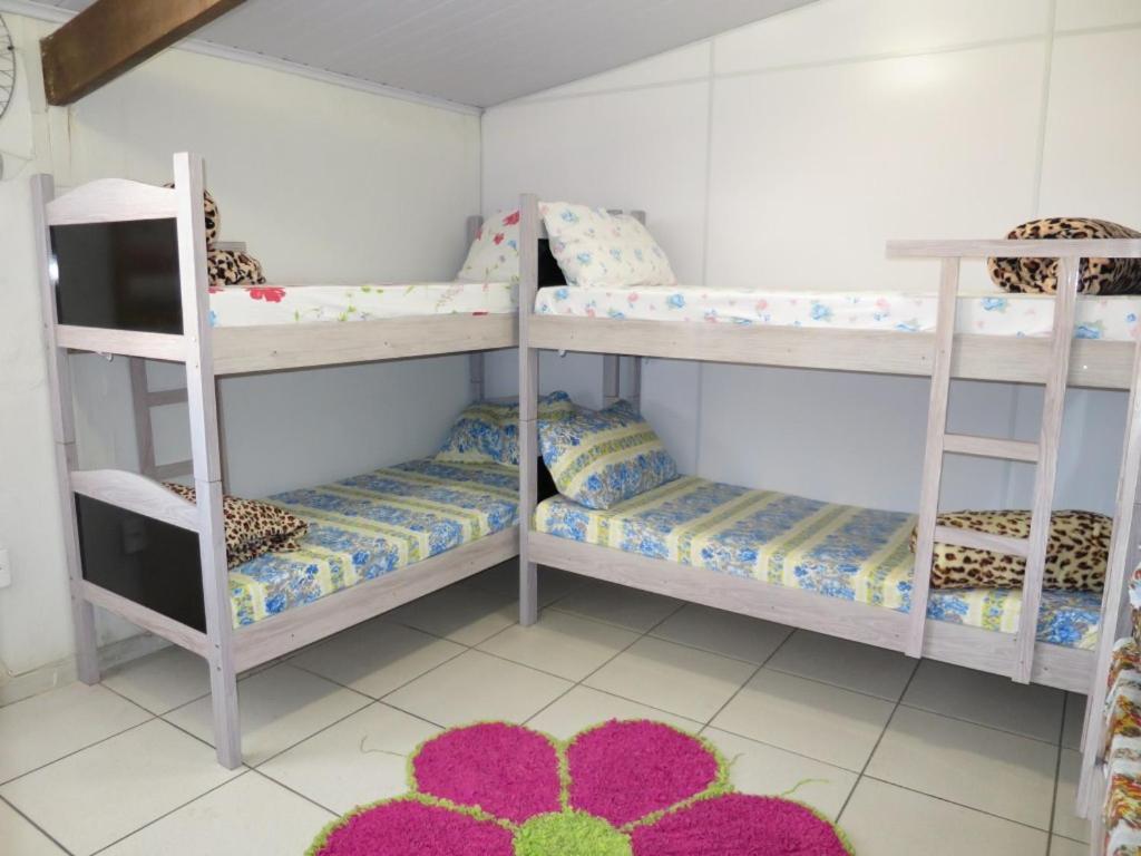A bunk bed or bunk beds in a room at Hostel Horizonte de Minas