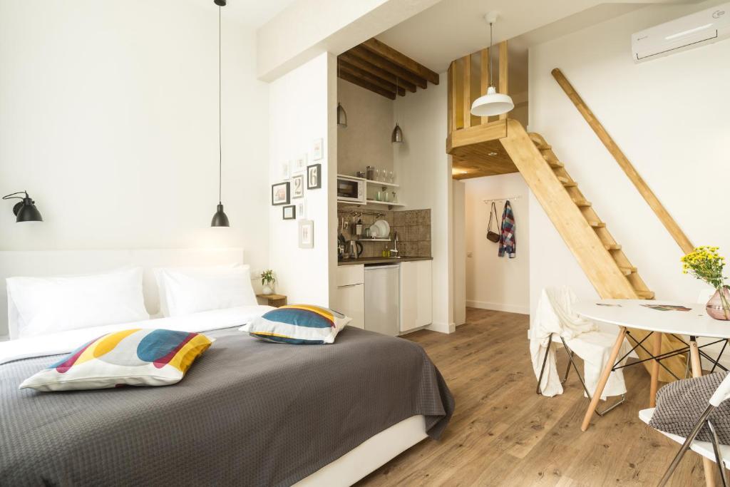 Кровать или кровати в номере Апартаменты География