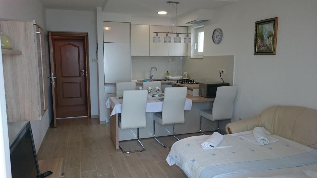 Kuchyň nebo kuchyňský kout v ubytování Apartments Irma