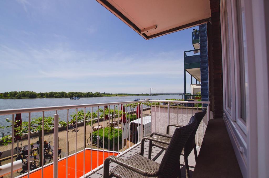 A balcony or terrace at Hotel Rheinpromenade8