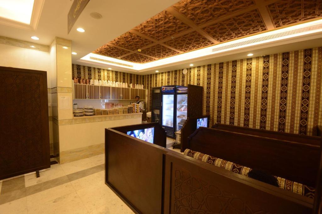 O saguão ou recepção de Rawasi Hotel Suites 3 (For Families Only)