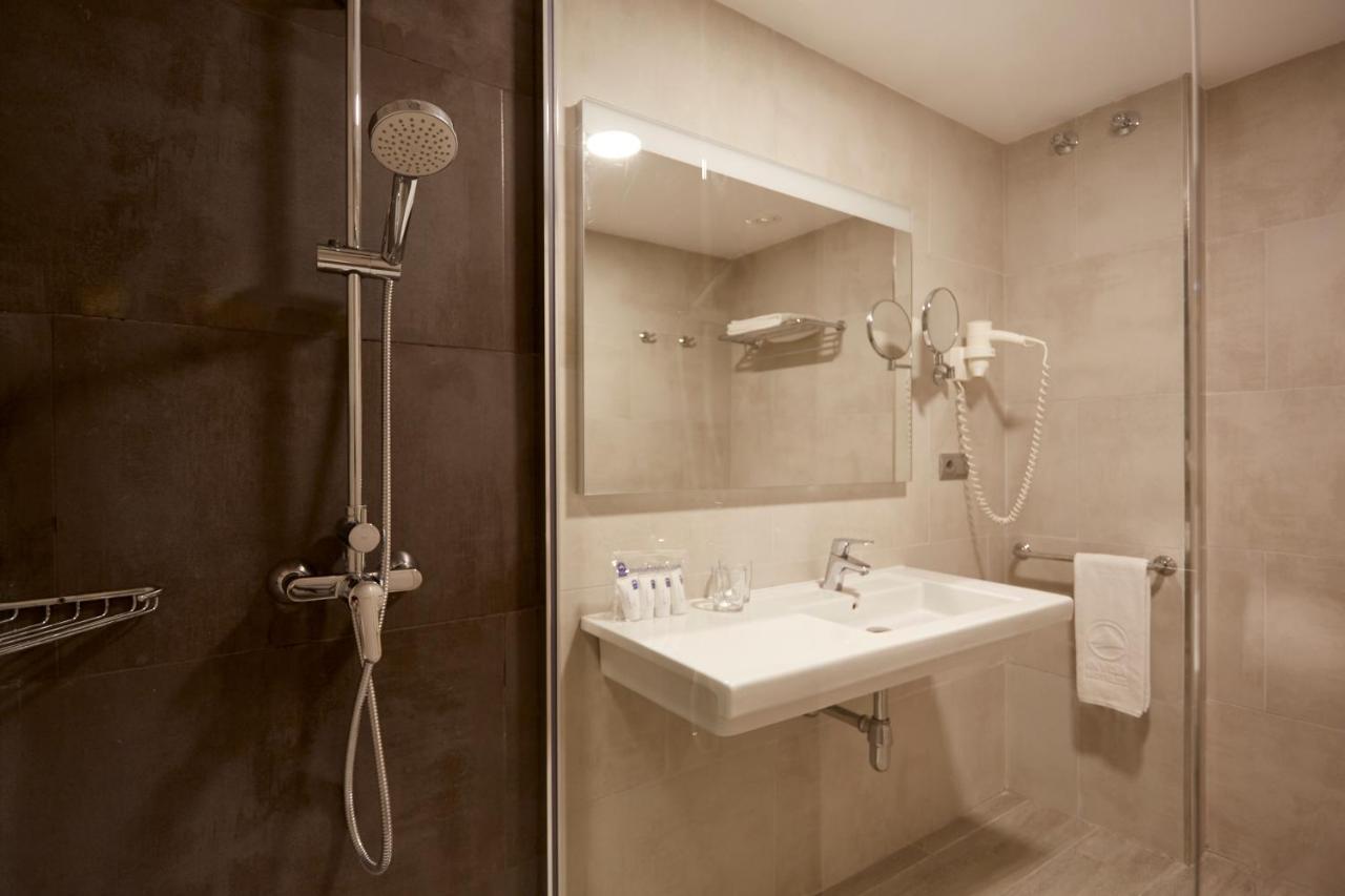 Invisa Hotel Club Cala Blanca - Laterooms