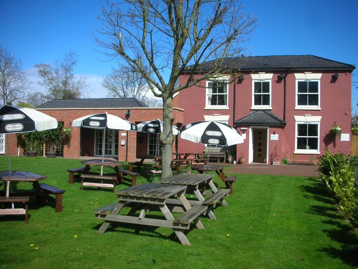 The Dewdrop Inn - Laterooms