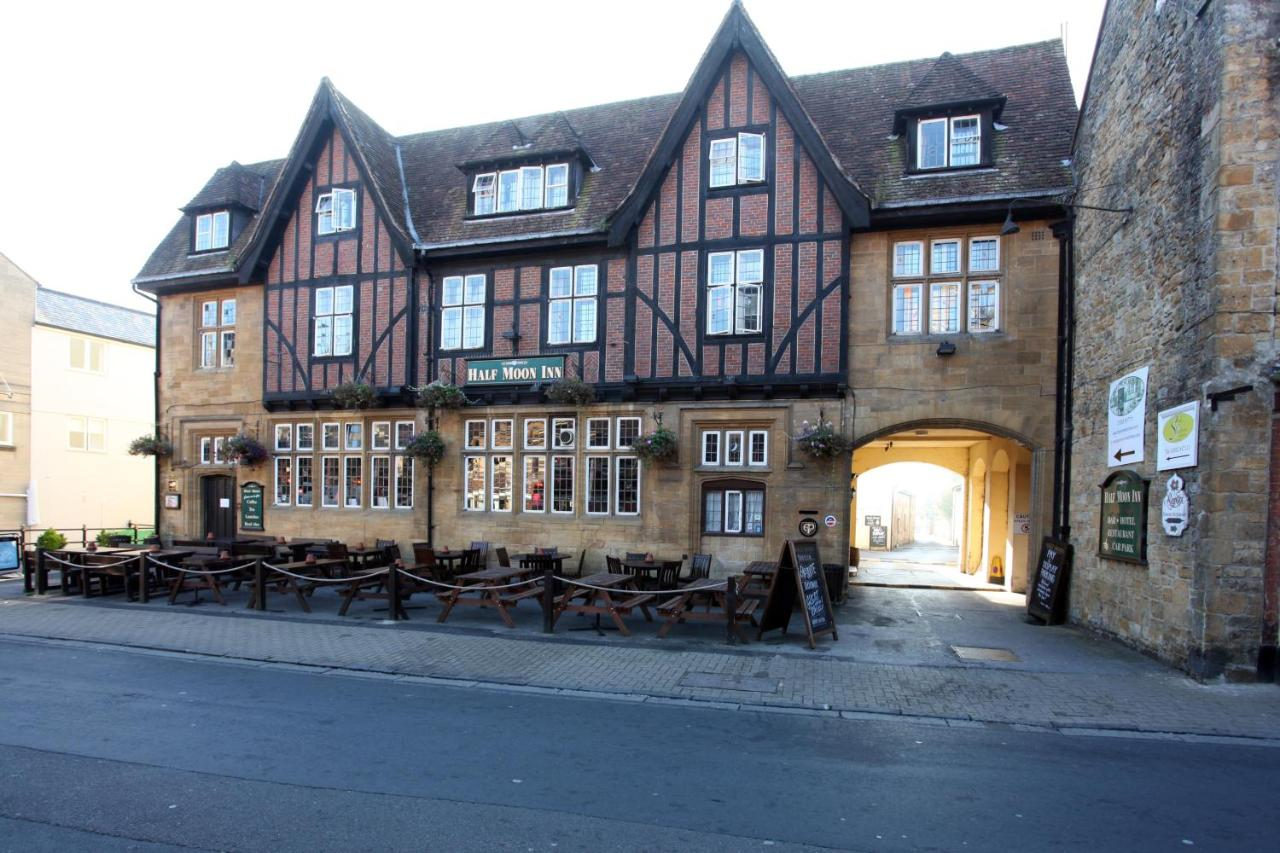 Half Moon by Marstons Inns - Laterooms