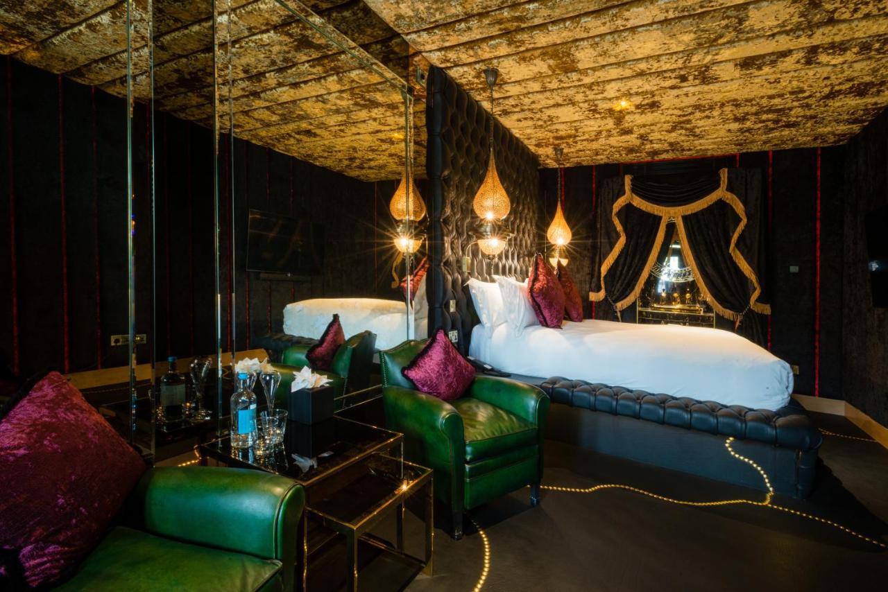 Crazy Bear Hotel - Laterooms