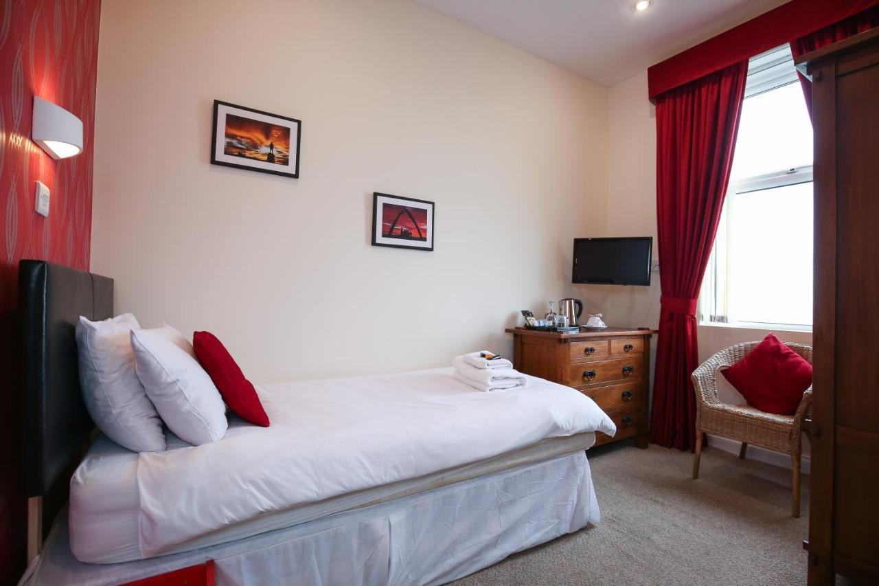The Riviera Guest House - Laterooms