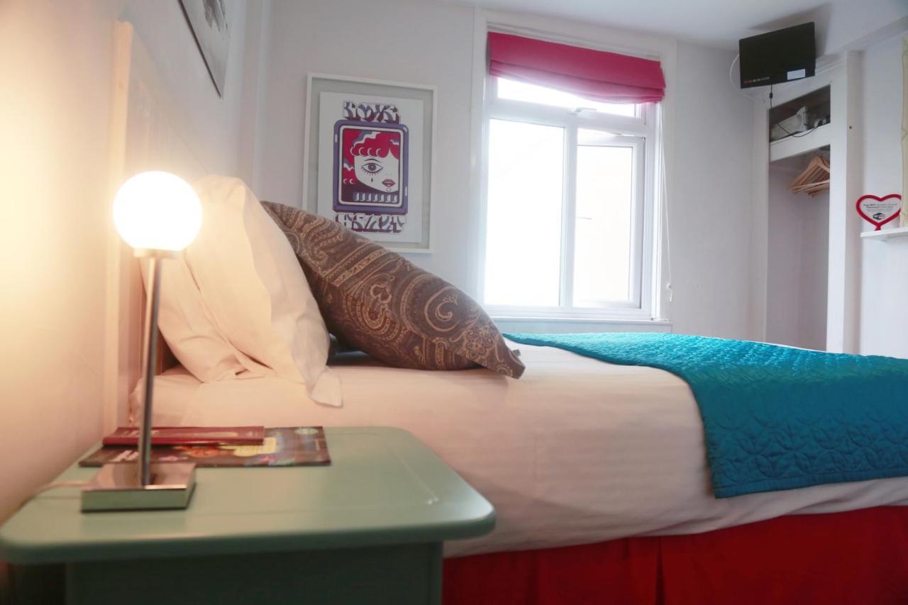 Motel Schmotel - Laterooms