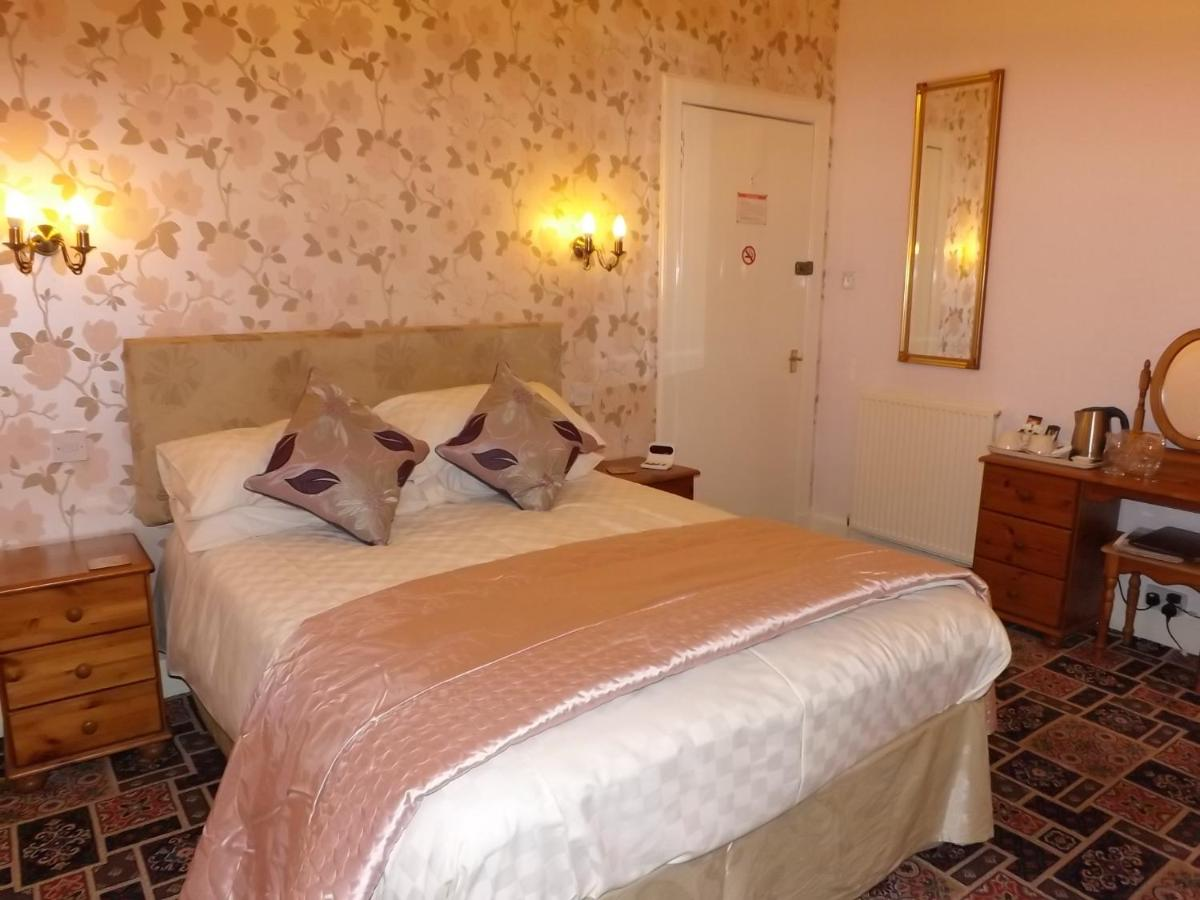 Almond Villa Guest House - Laterooms