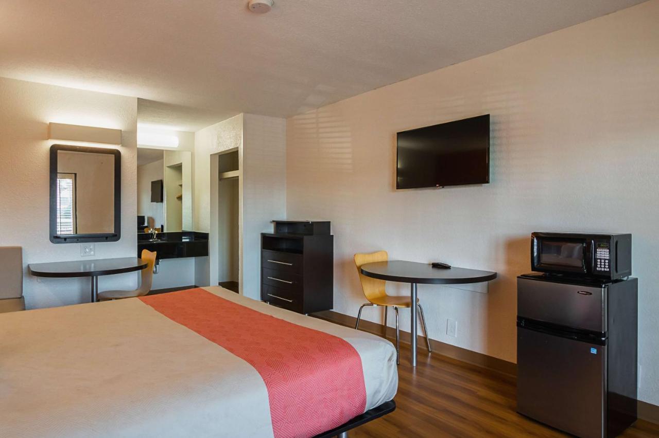 Motel 6 Savannah Midtown - Laterooms