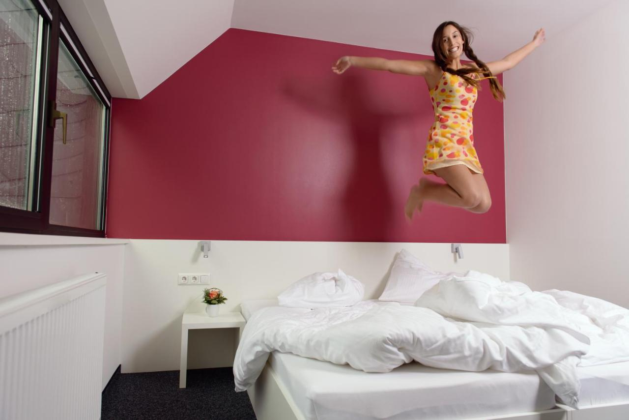 mk hotel london - Laterooms