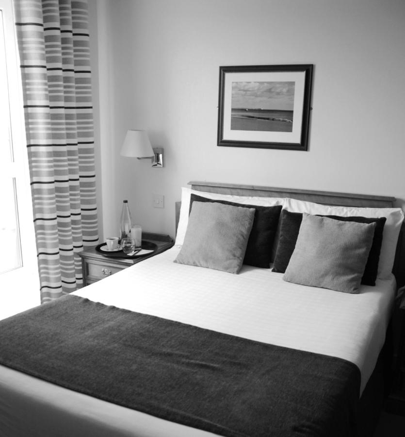 The Riviera Hotel & Holiday Apartments - Laterooms