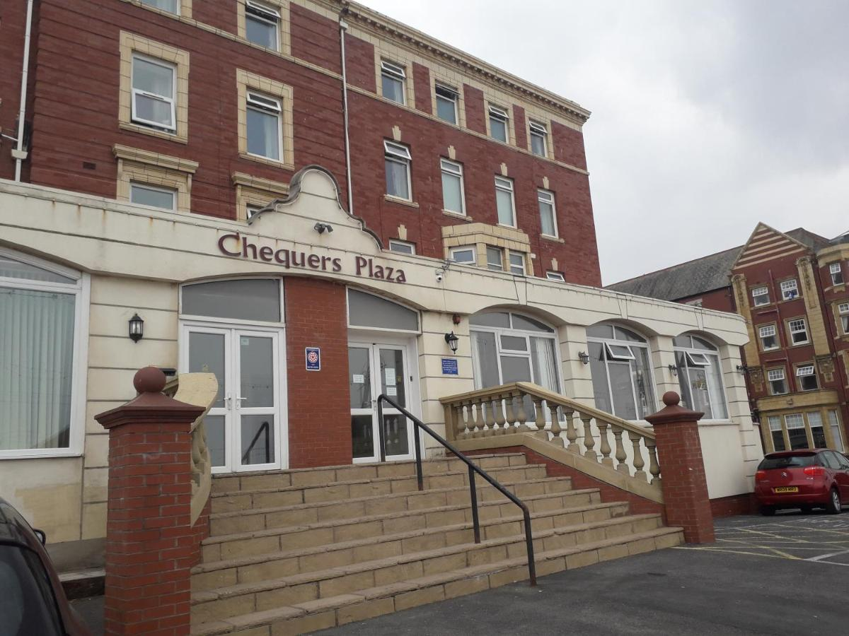 Chequers Plaza Hotel - Laterooms