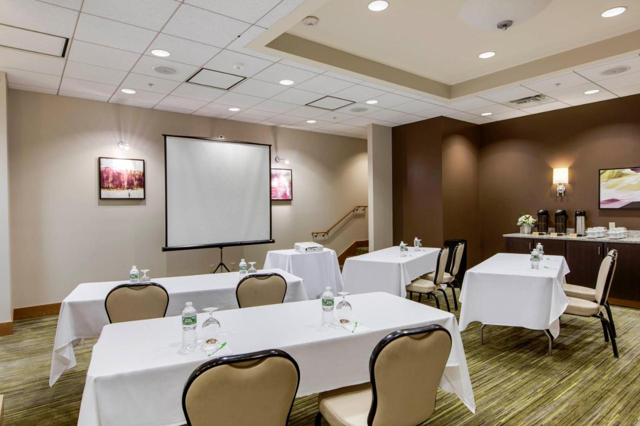 Courtyard by Marriott Boston Logan Airport - Laterooms