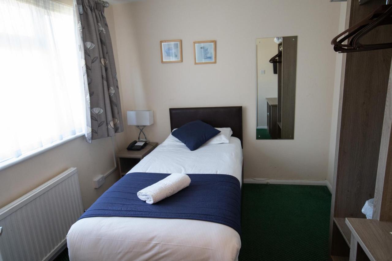 Gatwick Corner House Hotel - Laterooms