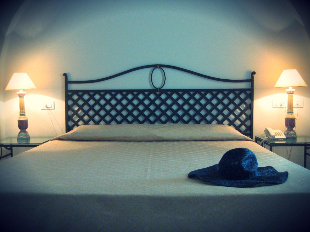Hotel Monti Di Mola - Laterooms